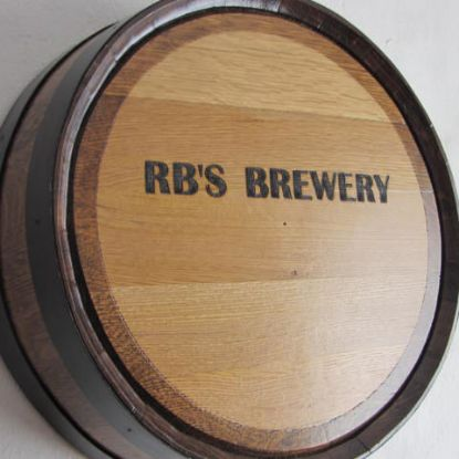 Barrel head with engraving and side staves